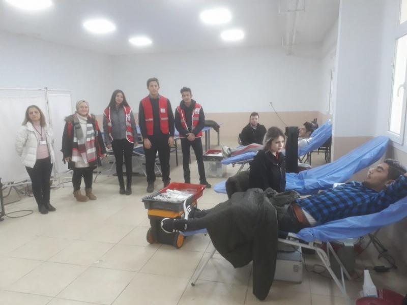10/01/2019 Tarihinde Okulumuza Gelen  Kızılay Gezici Ekibi Vasıtasıyla Öğretmen Ve Öğrencilerimiz Kan Bağışında Bulundu.